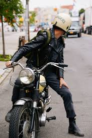 i kinda just want a boyfriend with a motorcycle for a little bit