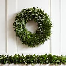 10 easy pieces garlands and boughs to deck halls