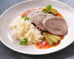 cuisiner la langue de veau recette langue de veau sauce piquante et purée de céleri seb