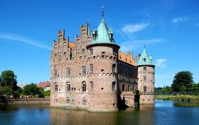 35 epic photos of egeskov castle in denmark places boomsbeat