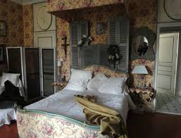 primitive bedroom decor ideas with old shutters on headboard wall
