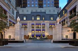 luxury downtown chicago hotel waldorf astoria chicago