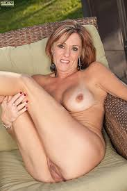 Backyard Milf Redhead Mommy Felicity Rose At The Backyard Milf Fox