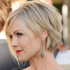 medium length choppy bob hairstyles for women over 40 jennie garth s sassy choppy bob short hair pinterest sassy