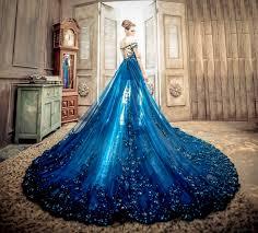 robe de mari e bleue 10 robes de mariée d un bleu époustouflant pour se transformer en