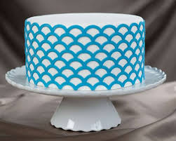Scalloped Lattice lay A 3D Stencil for Cakes and Arts & Crafts