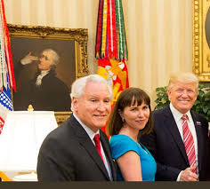 someone just edited the paintings in trumps oval office and