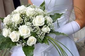 wedding flowers on a budget how to your wedding flowers without blowing your budget