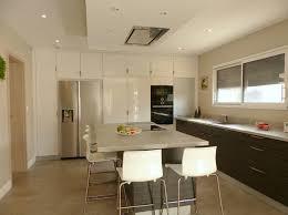 cuisine sur un pan de mur pulnoy ocre bleu une agence immobilière différente