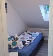 Kleines Schlafzimmer Mit Boxspringbett Jever Ferienhaus Jever Ferienwohnung Bilder Von Der Oberwohnung