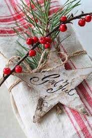 Christmas Berry Table Decoration by Best 25 Christmas Tabletop Ideas On Pinterest Hilary News
