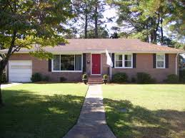 boring brick ranch plain 1950s brick ranch w white trim needs