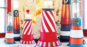 decoration avec des pots en terre cuite idée récup une lampe phare maritime prima