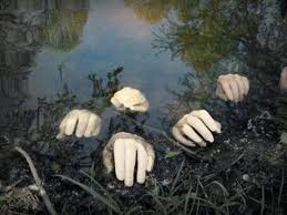 Outside Halloween Decorations Best 25 Scary Outdoor Halloween Decorations Ideas On Pinterest