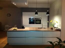 cuisine blanc laqué et bois cuisine laquée blanche urbantrott com