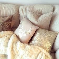 plaid beige canapé plaid de canape plaid polaire blanc canape beige dans le salon plaid