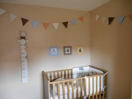 fanion deco chambre une guirlande de fanions pour la chambre de bébé des papiers et