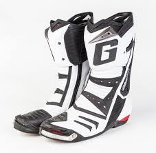 sport motorcycle shoes boots mcn