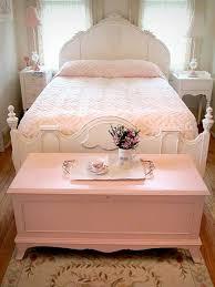 chambre a coucher moderne en bois 40 idées pour le bout de lit coffre en images