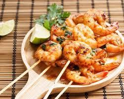 cuisiner gambas recette brochettes de gambas marinées facile rapide