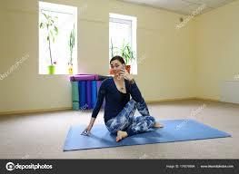 imagenes estudios yoga empresaria de estudios ejercicios yoga básico curso online fotos