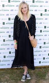 fearne cotton teams dress with converse trainers at strokes u0027 gig