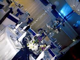 mariage bleu et blanc décoration mariage réunion bleu argent blanc organisation