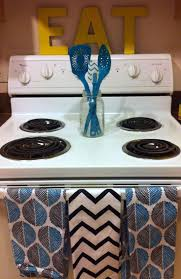 Turquoise Kitchen Decor by Best 25 Small Kitchen Decorating Ideas Ideas On Pinterest Small