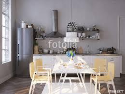 küche mit esstisch küche und esstisch in altem apartment stockfotos und lizenzfreie