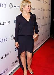 amy carlson new short haircut on blue bloods actress amy carlson in our haute hippie fall 2014 quince colored