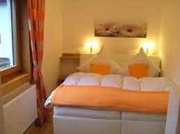 Schlafzimmer Orange Schlafzimmer 1 2 3 Ferienwohnung Am Olympiapark