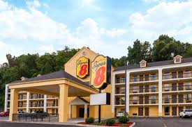 Comfort Inn In Pigeon Forge Tn Super 8 Pigeon Forge Emert St Pigeon Forge Hotels Tn 37863