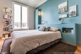 les chambres du glacier chambre cocooning avec tête de lit sur mesure et peinture murale