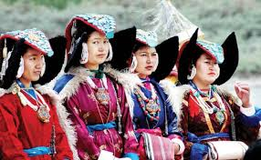 ladakh clothing what do they wear traditional clothes nomadic in ladakh