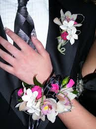 corsage and boutonniere for prom prom