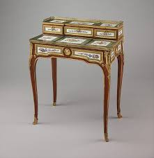 Small Desk Table Best 25 Small Writing Desk Ideas On Pinterest Small Desk Areas