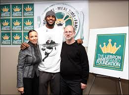 cavaliers lebron thanksgiving meal and a cleveland