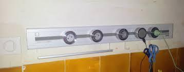 prise de courant cuisine installation d un rail électrique eubiq isolation et domotique