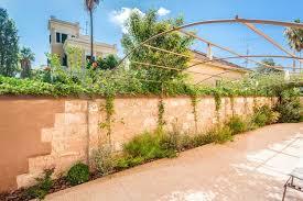 steinmauer garten mediterran möbelideen