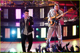 dnce performs u0027cake by the ocean u0027 at iheartradio music awards 2016