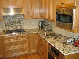 pictures of kitchen backsplashes with granite countertops granite countertops with tile backsplash zyouhoukan