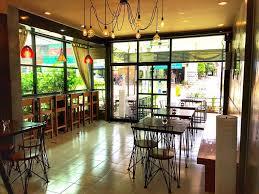 la cuisine restaurant บรรยากาศในร านนะคร บ เป นร านเล กๆในอำเภอป ว la cuisine