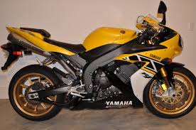 like a virgin 2006 yamaha yzf r1 le with only 6 miles rare