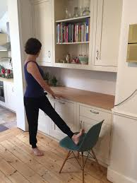 10 minute kitchen yoga stretching the legs bene yoga