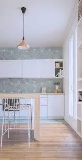 la cuisine au délimitation de la cuisine avec la crédence jusqu au plafond