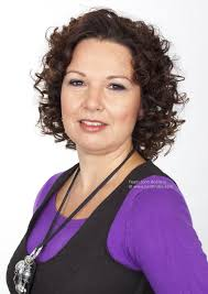 johnbeerens hairstyler hairstyle with corkscrew curls for women age 40 and older