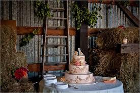 Rustic Barn Wedding Venues Barn Wedding Venue With Vintage Inspired 3 Tier Wedding Cake