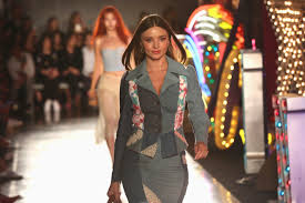 Hit The Floor Runway Walk - moschino bets on casino chic with vegas themed runway show