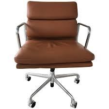 iconic chairs of 20th century viyet designer furniture seating charles and ray eames soft