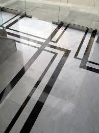 strikingly contrasting marble creates a floor pattern that u0027s not